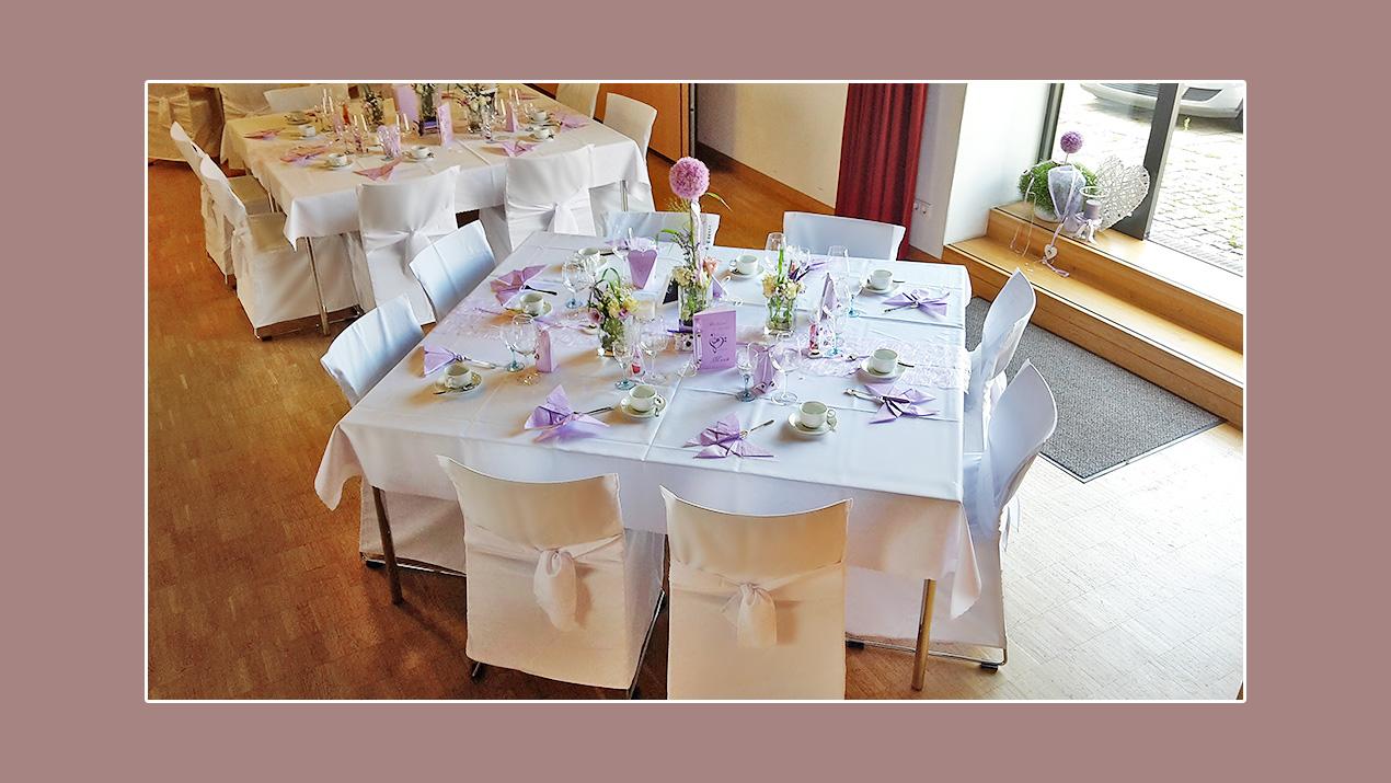 Hochzeitsdeko Idee für Hochzeit im Frühling in Lila und Weiß